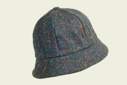 Tweed woman cloche